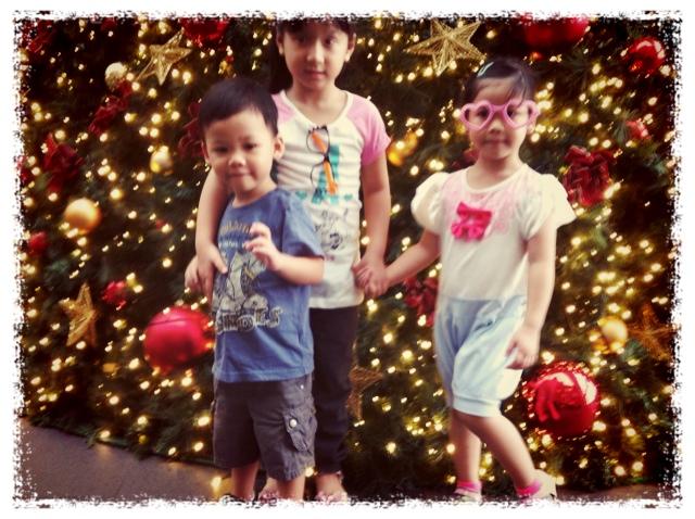 The Kids @ MBS X'mas Tree