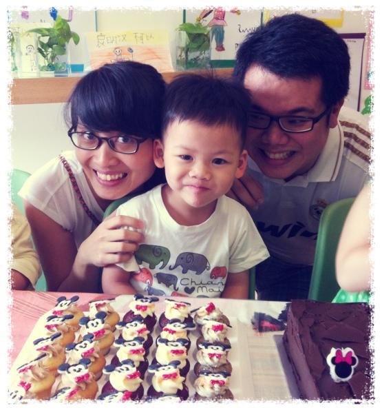 Family Photo w Cakes