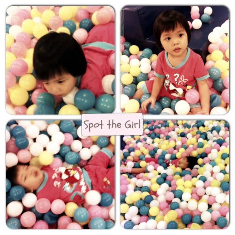 Loi Enjoying Ball Pit @ Hokey Pokey